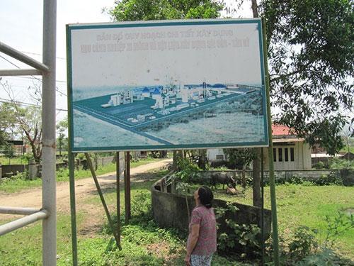 Dự án nhà máy xi-măng Sài Gòn - Tân Kỳ ở tỉnh Nghệ An được khởi công từ giữa năm 2010 nhưng đến nay vẫn chỉ là bãi đất trống và đang nằm trong diện hoãn triển khai Ảnh: ĐỨC NGỌC