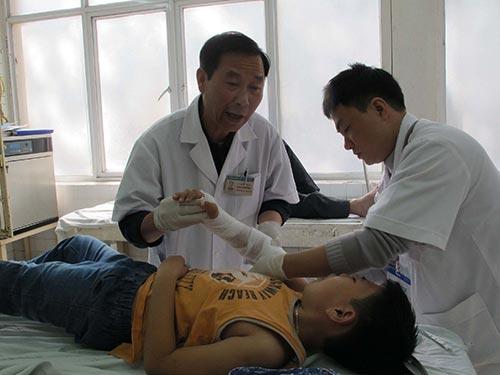 Các bác sĩ khuyên những người bị chấn thương nên đến bệnh viện điều trị