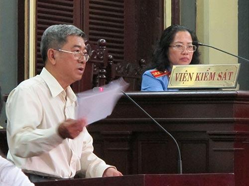 Giám định viên tài chính kế toán Trần Văn Nam đang trình bày trước tòa