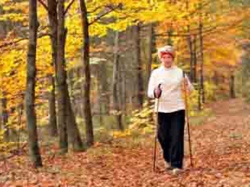 Tập thể dục đều đặn giúp kéo giảm nguy cơ đột quỵ ở phụ nữ cao tuổi Ảnh: MNT