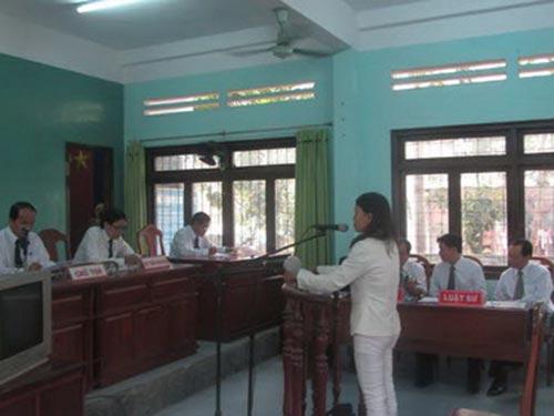 Bị cáo Trần Thị Kim Nguyệt tại phiên tòa sáng 8-1