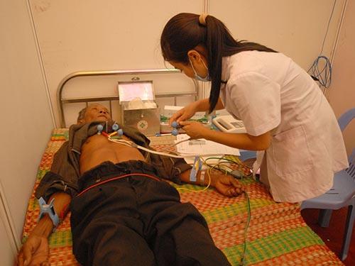 Khám chữa bệnh tại Bệnh viện Đa khoa tỉnh Hậu Giang Ảnh: NGỌC TRINH