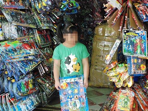 Đủ loại đồ chơi trẻ em được bày bán ở một cửa hiệu tại TP HCM Ảnh: TẤN THẠNH