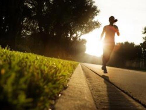 Tập thể dục có thể giúp tăng cường công hiệu thu giảm khối u của thuốc Ảnh: MNT