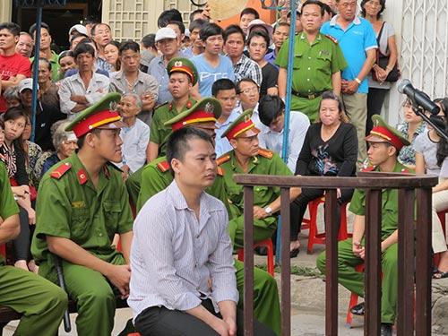 Đặng Văn Khuyến tại phiên tòa lưu động của TAND TP HCM