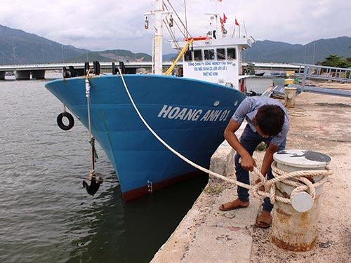 Tàu Hoàng Anh 01 bị hỏng, nằm tại Nhà máy Đóng tàu Nha Trang chờ rã máy tìm nguyên nhân