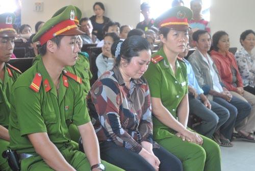 Lê Thị Hường tại phiên tòa phúc thẩm ngày 8-7-2014