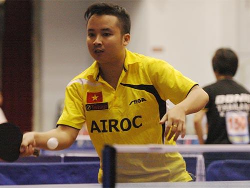 Tay vợt Dương Văn Nam, một trong những thành viên của đội Việt Nam A vào tranh chung kết đồng đội nam