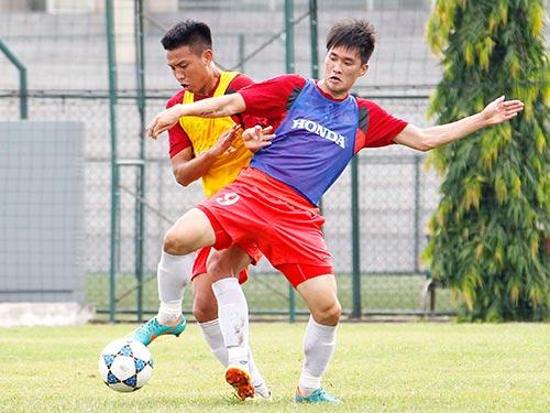 Công Vinh (9) ghi 1 bàn trong trận đá tập chia đôi đội hình của tuyển Việt Nam. Ảnh: HẢI ANH