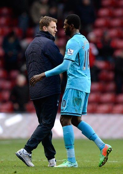 HLV Sherwood hồi sinh Adebayor, giúp Tottenham trở lại mạnh mẽ Ảnh: REUTERS