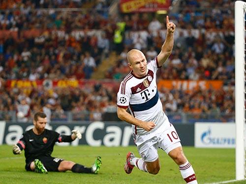 Robben (phải) ghi 2 bàn và có một pha kiến tạo trong trận đại thắng 7-1 của Bayern Munich trước AS Roma. Ảnh: REUTERS
