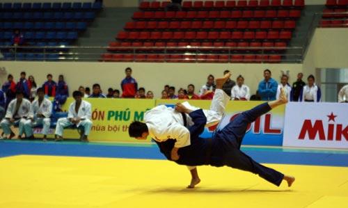Nhà thi đấu của tỉnh Nam Định được đánh giá là to đẹp nhất nhưng vắng khán giả trong dịp Đại hội TDTT 2014. Ảnh: QUANG LIÊM