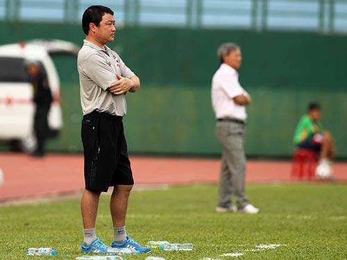 HLV Trương Việt Hoàng sẽ là một trong hai nhà cầm quân nội lần đầu hành nghề tại V-League 2015  Ảnh: QUANG LIÊM