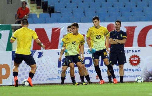 Đội U19 Úc trong buổi tập tối 3-9 Ảnh: HẢI ANH