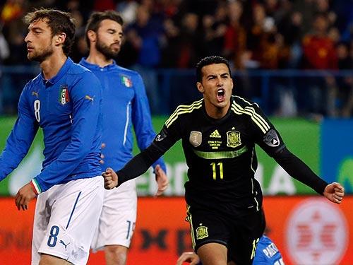 CĐV Việt Nam đang chờ đợi liệu có được xem truyền hình trực tiếp các đội như Ý và Tây Ban Nha thi đấu tại VCK World Cup 2014 hay không khi giá bản quyền kỳ này rất cao Ảnh: REUTERS