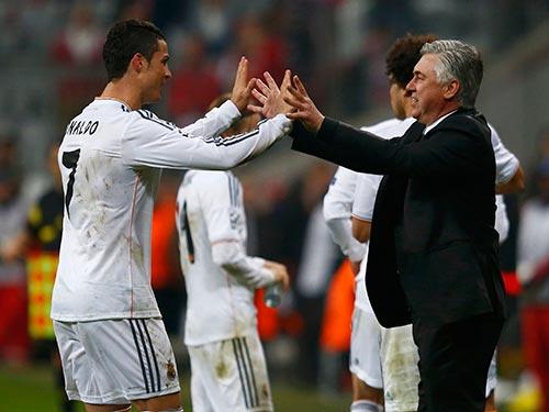 Ronaldo (trái) và HLV Ancelotti sẽ là hai nhân vật đáng chú ý trong tham vọng lần thứ 10 vô địch châu Âu của Real Ảnh: REUTERS