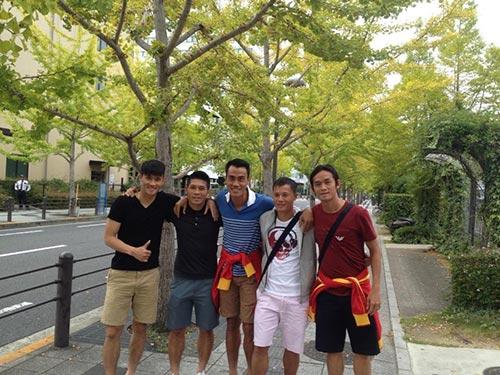 Các tuyển thủ Việt Nam tham quan đường phố Sakai Ảnh: ĐẶNG PHƯƠNG NAM