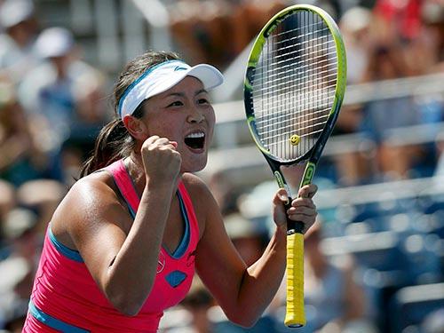 Peng Shuai đã thắng được 4 tay vợt trong tốp 5 thế giới, mới nhất là A. Radwanska Ảnh: REUTERS