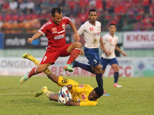 Đội B.Bình Dương của Trọng Hoàng (9) đang nắm trong tay quyền tự quyết ở cuộc đua vô địch  Ảnh: Quang Liêm
