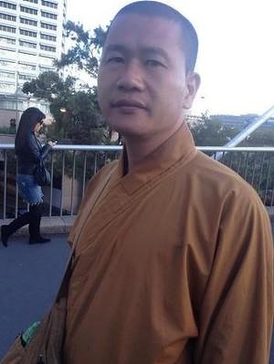Một người đàn ông nói mình là nhà sư tại Úc. Ảnh: Brisbane Times
