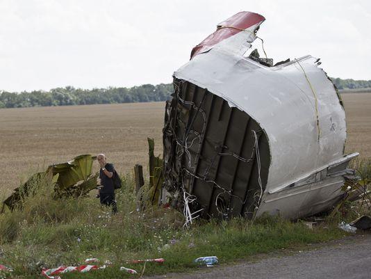 Các giám sát viên quốc tế cho rằng buồng lái đã bị cưa đôi. Ảnh: AP