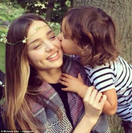 Miranda Kerr cùng con trai Flynn