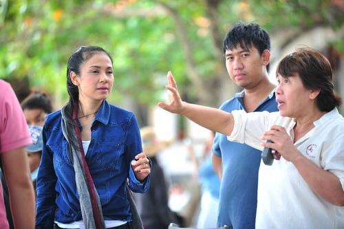 """Việt Trinh """"tàn tạ"""" nhan sắc vì làm đạo diễn"""