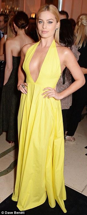 Margot Robbie và Rosie Huntington-Whiteley cạnh tranh độ quyến rũ