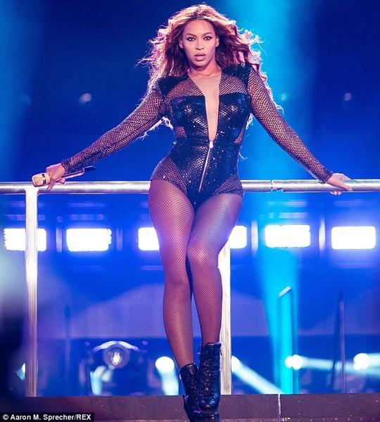 Beyonce cũng hết lòng ủng hộ nữ quyền