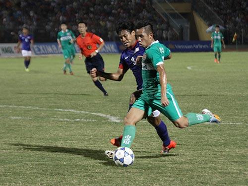 Hồng Duy trong pha nâng tỉ số 2-0 cho đội U19 HAGL Arsenal JMG