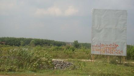 Một khu dân cư ở xã Lộc An (đón đầu dự án sân bay) được triển khai nhiều năm nay, nhưng vẫn hoang vu, chưa có người đến ở. Ảnh: M.T.