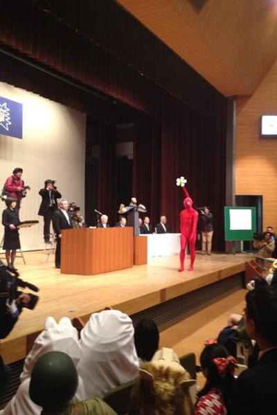 Huyền thoại thiết kế game nổi tiếng Shigeru Miyamoto cũng tốt nghiệp tại trường này, vì thế cũng có rất nhiều người mô phỏng nhân vật Shigeru Miyamoto trong game ông.
