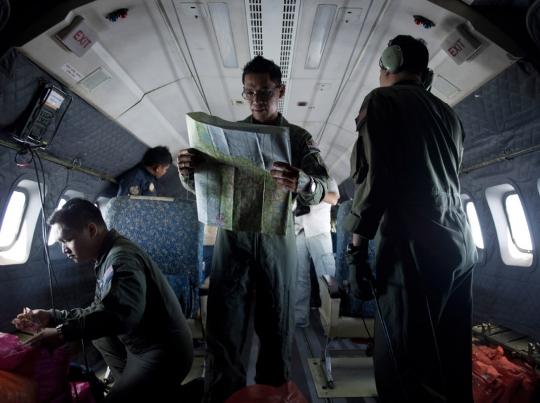 Máy bay CN235 của không quân Malaysia tìm kiếm ở eo biển Malacca ngày 14-3. Ảnh: Malaysia Insider