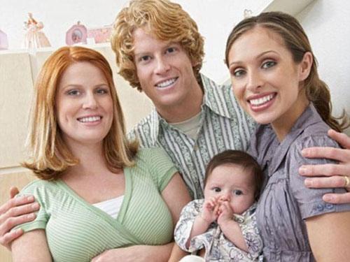"""Kỹ thuật """"1 con, 3 cha mẹ"""" đang gây nhiều tranh cãi ở Mỹ Ảnh: Daily Mail"""