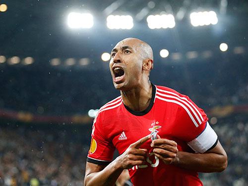 Trung vệ Luisao, cựu tuyển thủ Brazil, là một trong những trụ cột của hàng thủ Benfica trên đường vào chung kết Ảnh: REUTERS