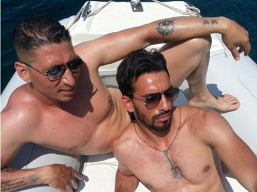 Tấm ảnh Domenico Palazzotto (phải) trên một chiếc du thuyền được đăng tải trên Facebook Ảnh: FACEBOOK