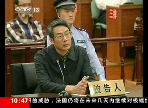 Cựu Phó Chủ nhiệm Ủy ban Cải cách và Phát triển quốc gia (NDRC) Lưu Thiết Nam hầu tòa tại tỉnh Hà Bắc hôm 24-9 vì tội nhận hối lộ 5,8 triệu USD Ảnh: CCTV