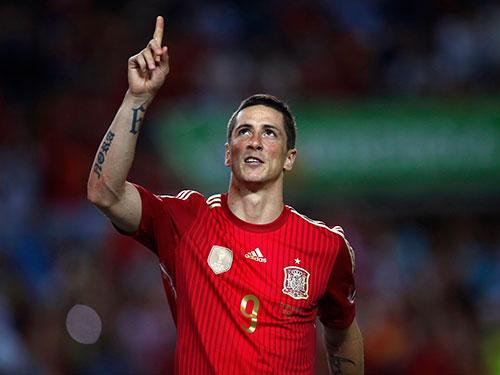 Fernando Torres mừng bàn thắng đầu tiên cho Tây Ban Nha sau 1 năm bị lãng quên Ảnh: REUTERS