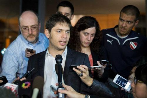 Bộ trưởng Kinh tế Argentina Axel Kicillof phát biểu với giới truyền thông sau cuộc đàm phán về nợ tại New York - Mỹ hôm 29-7 Ảnh: AP