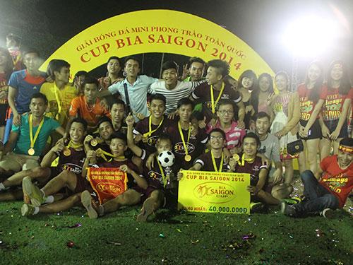 Đội Top Group, nhà vô địch khu vực Hà Nội  Ảnh: Đinh Long