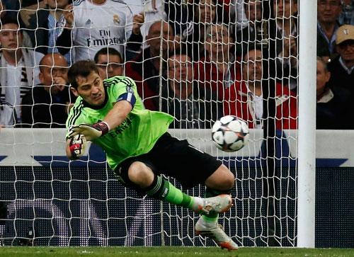 Casillas đang dần lấy lại phong độ đỉnh cao và góp phần giúp Real thăng hoa Ảnh: REUTERS