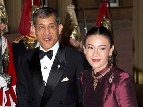 Thái tử Maha Vajiralongkorn và vương phi Srirasmi Akharaphongpreecha Ảnh: SNAPPER MEDIA