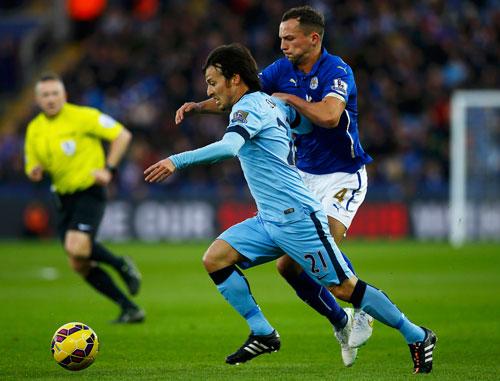Sự trở lại của David Silva (21) giúp Man City tăng khả năng công phá Ảnh: REUTERS