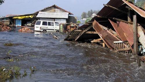 Thành phố Port Blair ở Ấn Độ bị sóng thần tàn phá hôm 26-12-2004Ảnh: REUTERS