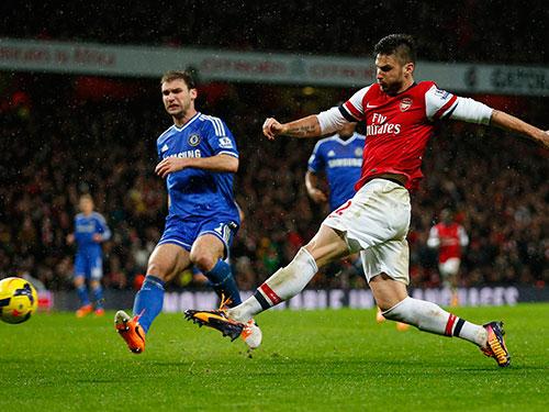 Để thắng Chelsea, Arsenal cần Giroud (phải) tận dụng tốt cơ hội ghi bàn. Tiền đạo người Pháp đã phung phí 2 cơ hội ở trận lượt đi hòa 0-0 Ảnh: REUTERS