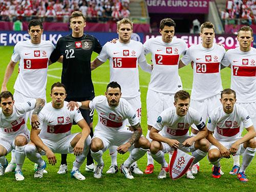Tiền đạo đội trưởng Lewandowski (9), 1 trong 5 tuyển thủ Ba Lan đang hưởng lương tại Đức  Ảnh: REUTERS