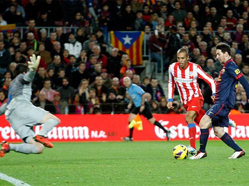 Messi (phải) sẽ lợi hại hơn sau thời gian dưỡng thương Ảnh: REUTERS
