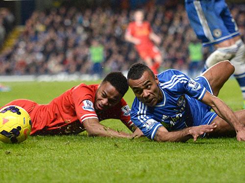 Với phong độ cao, Sterling (trái) sẽ là một trong những điểm tựa giúp Liverpool đòi món nợ thua Chelsea 1-2 ở lượt đi                                                                                                                                     Ảnh: REUTERS
