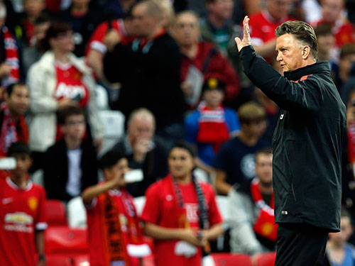 Với HLV Van Gaal, chiến thắng trước Swansea vào tối 16-8 quan trọng hơn chức vô địch giải giao hữu Champions Cup   Ảnh: REUTERS
