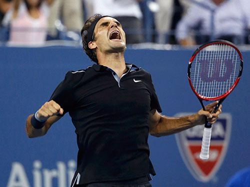 """Federer trở về từ """"cõi chết"""" sau chiến thắng ngược dòng trước Monfils sáng 5-9 Ảnh: REUTERS"""